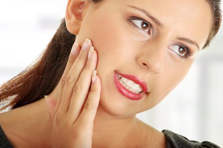 Фото: вырвали зуб болит десна