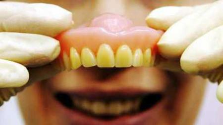Фото: какой выбрать материал для протеза при полном отсутствии зубов