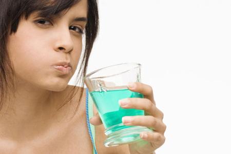 Фото: чем полоскать рот после удаления зуба