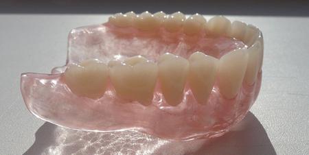 Фото: силиконовые зубные протезы