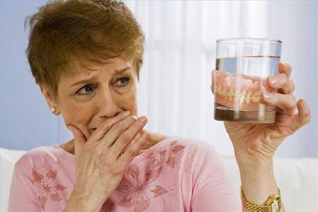 Фото: как привыкнуть к съемным зубным протезам
