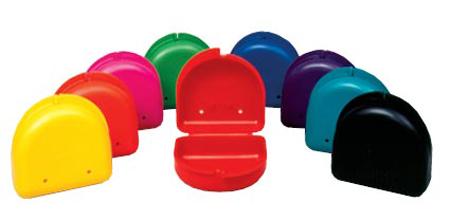 Фото: цветные контейнеры для хранения зубных протезов