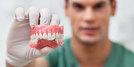 Фото: съемные зубные протезы