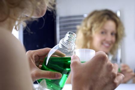 Фото: чем полоскать рот при воспалении десны