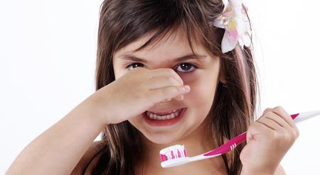 Фото: запах изо рта у ребенка