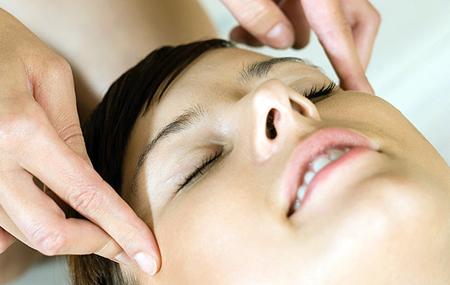 Фото: точечный массаж от зубной боли