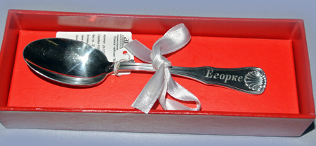 Фото: именная серебряная ложечка на первый зубик