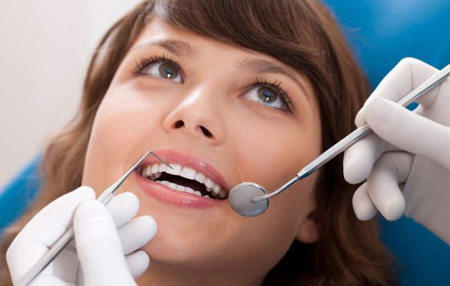 Фото: лечение зубов при месячных