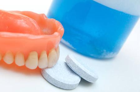 Фото: таблетки для зубных протезов