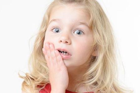 Фото: у ребенка болит зуб