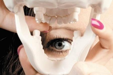 Фото: щелкает челюсть при открытии рта