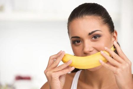 Фото: банановая кожура для отбеливания зубов