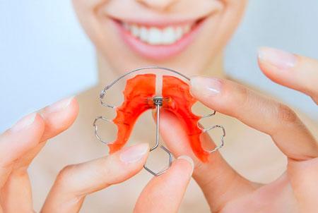 Фото: ортодонтическая пластина для зубов детям
