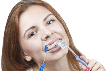 Фото: зубная щетка для брекетов