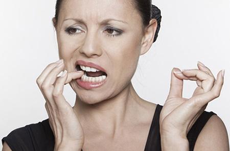 Фото: болит мертвый зуб при надавливании