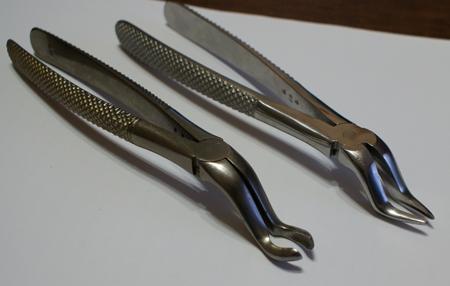 Фото: инструменты для удаления зубов